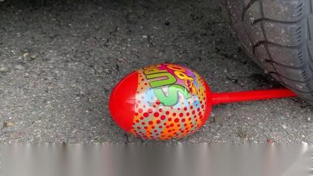 牛人驾驶小汽车碾压鹌鹑蛋与威化饼干,请勿轻易模仿!