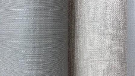 贴墙布可以使房间看起来大一些,用白底或是浅色的墙布,选用小花、小图案让房间看起来更加温馨。用小的图案或没有图案的墙布使分段的墙有整体感。