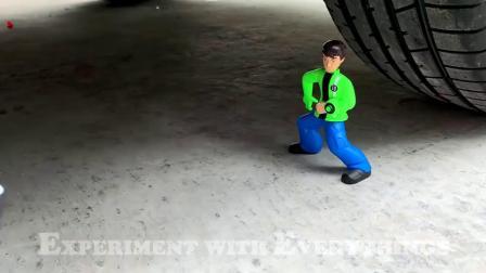 牛人驾驶小汽车碾压光盘,看看轮子能不能顶住!