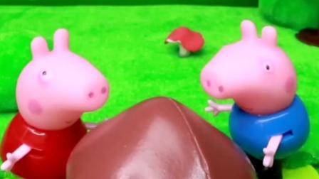 佩奇乔治发现了蘑菇,佩奇要把蘑菇当成蘑菇伞,可乔治要把蘑菇做成汤!