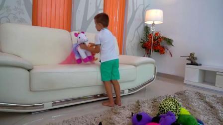 糟糕萌娃小可爱们为了玩偶娃娃争的不可开交小家伙们要学会分享呦mp4