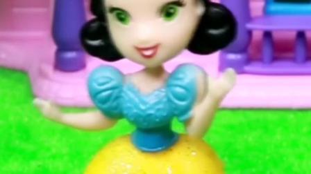 公主们参加选美比赛,赢的人可以嫁给王子,小朋友快给白雪投票吧!
