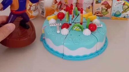 白雪公主过生日啦,乔治做出了小蛋糕,送给白雪公主当礼物啦!