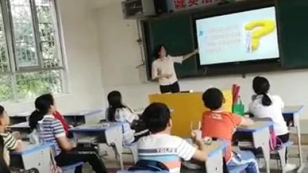 2020年5月22日,良红给学生们上一堂健康教育课。