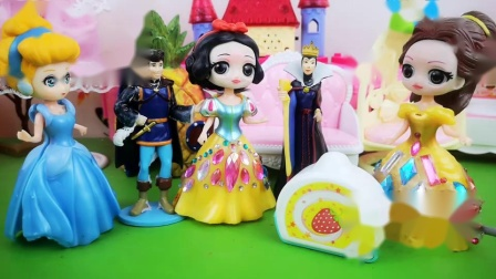 白雪继承女王的位置,贝儿特意为女王做蛋糕!