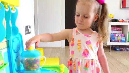 萌娃小可爱给哥哥做早餐,小家伙真是萌萌哒!萌娃:想吃吐司吗?