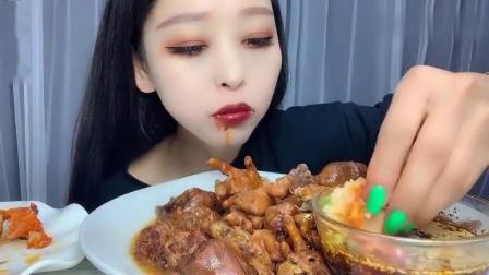 吃播小姐姐, 今天直播吃自己做的鸡翅包饭,吃出一种幸福的味道!