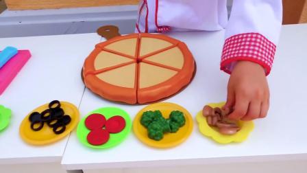 萌娃小可爱吃东西可真是挑嘴呢!萌娃:老板,你做的这个披萨一点味道都没有!