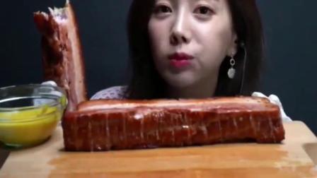 韩国吃播小姐姐素英,大口吃烤肉吃的津津有味,大晚上的太罪恶了!