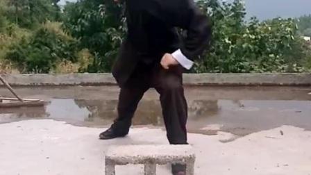 铁砂掌挑战空心砖