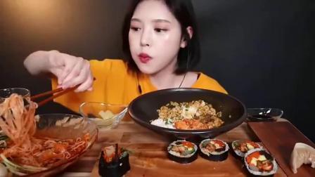 高颜值吃播小姐姐,香辣鸡肉紫菜卷,炸鸡咖喱饭,排骨蒸饺,吃爽了!