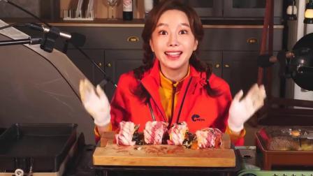 韩国吃播小姐姐素英吃烤肉,一口吃一大块,看饿了。