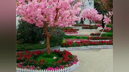 由玻璃钢化材质制作而成的仿真枫树、仿真花树、仿真银杏树和榕树.mp4