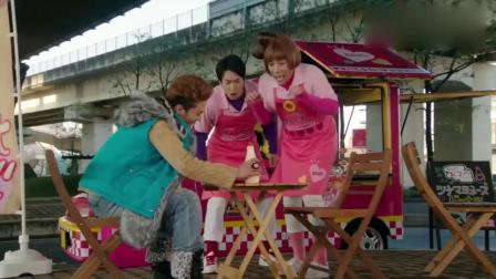 假面骑士w:仁藤攻介不论吃什么,他都要放他最爱的蛋黄酱