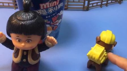 嘟嘟的饼干被偷吃了,发现被罗密欧全吃光了,罗密欧真是太过分了!