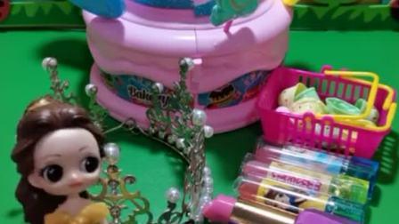 白雪公主生日,贝儿给白雪准备了蛋糕和口红,结果青蛙公主不高兴了!