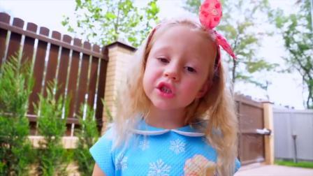路上看到了冰淇淋,两个小宝宝都哭着想吃,萌娃小可爱给他们买了小蛋糕