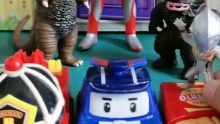 奥特曼被怪兽抓来了,小奥特曼把机器人变身,成功打败坏人!