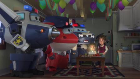 超级飞侠:小女孩今天过生日,还有生日蛋糕哦,真是太幸福了