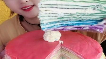 萌姐吃播:吃千层蛋糕,一口下去超甜腻,是我向往的生活