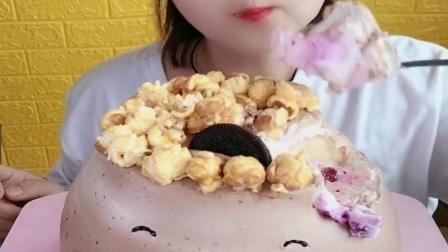 萌姐吃播:吃小熊蛋糕,一口下去超甜腻,看着就过瘾
