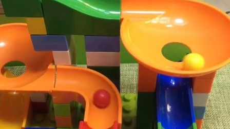 宝宝益智玩具乐园:两个球球比赛