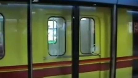 广州地铁旧2号线鬼畜,进出站