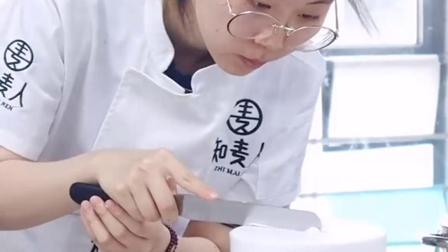 新一期的#蛋糕零基础学员,实操练习,还有老师手把手教抹面,你还担心学不会吗?#上海蛋糕培训32ww