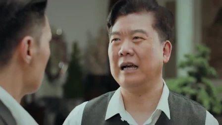 小娘惹:强哥带警察来到黄家抓人,黄天宝吓得四处躲藏!