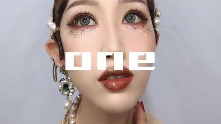 华贵的巴洛克风格 这妖艳的眼妆,性感的丰唇 无不在演绎着那个时代的奢靡#淄博小乐化妆培训学校#
