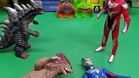 怪兽和泽塔奥特曼在睡觉,捷德奥特曼看到了误认为他晕倒了,好搞笑啊