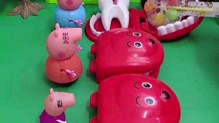 小猪佩奇一家想要吃糖果,可是牙齿健康的才可以吃糖哦,乔治的牙齿健康吗?