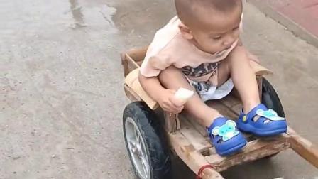 宝宝你真有福,真是个不一样的童年