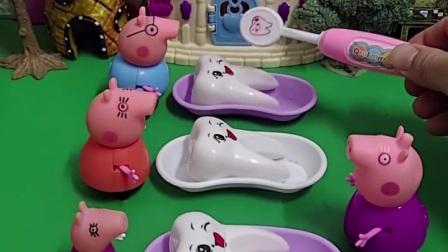 今天天气太热了,猪奶奶给猪妈妈猪爸爸小猪佩奇乔治吃雪糕,开心呢