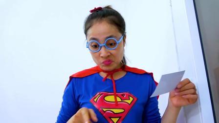 萌娃小可爱变身超人去参加舞会,小家伙真是萌萌哒!萌娃:好可爱啊