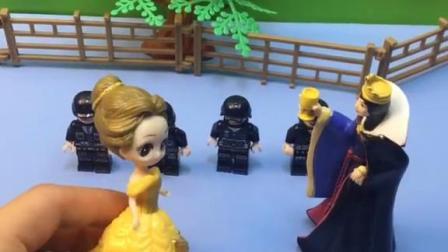 王后下令,要士兵保护白雪,不管贝尔!