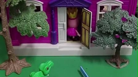 佩奇拿着钥匙把门打开了,佩奇和伙伴们进屋了