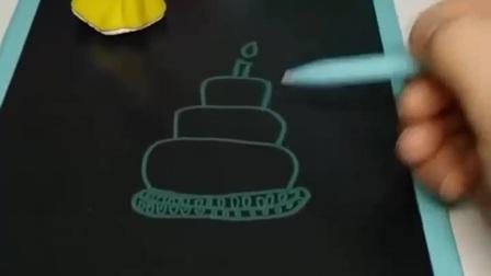 白雪送给贝儿一个三层生日蛋糕