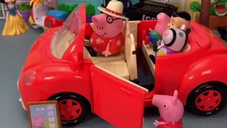 乔治好可怜啊,被人挤下车了!