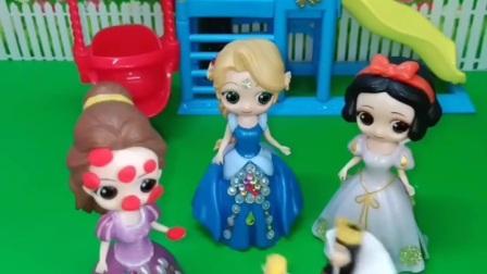 王后带贝儿去野餐,贝儿怎么蒙着头在睡觉?居然被蚊子咬的满脸包