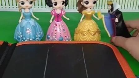 王后带公主们去旅游,但得留一个人看家,你会选择哪位公主在家里呀?