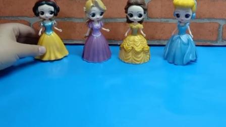 佩奇希望见到最美的公主,童话世界的公主全来了,佩奇的愿望成真了!