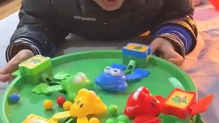 少儿童年游戏:晒零食居然下雨了