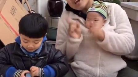 童年趣事:小朋友们不能打架噢