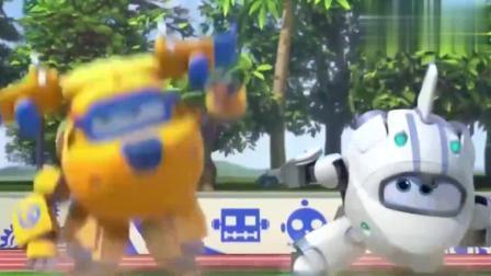 超级飞侠:超级飞侠变身好炫酷,结果遇到失控的机器人!