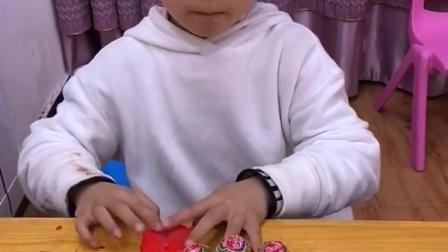 童年趣事:是谁偷吃了棒棒糖