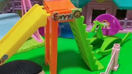 乔治的滑滑梯怎么样,猪爸爸猪妈妈没带他们吗,佩奇姐姐在哪呢?