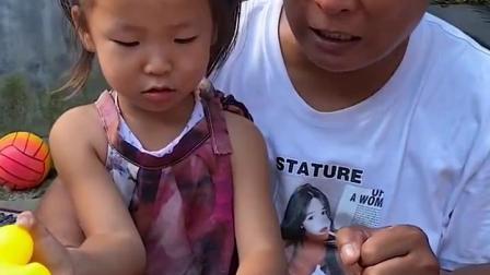 儿童益智玩具:小萌娃被大鳄鱼咬住了手