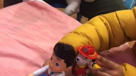 趣味童年:今天给宝贝买了一个玩具车!