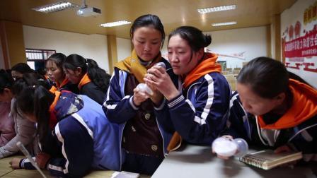 情暖项目-公益活动在黄南州职校举行